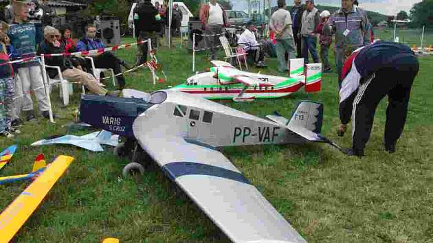 Vystavená letadla na letišti U Knapů v Zájezdě.
