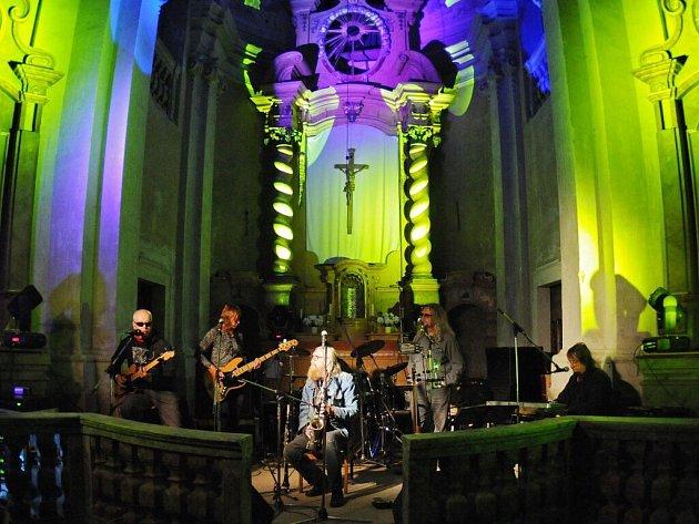 The Plastic People of the Universe v kostele sv. Markéty v Šonově u Broumova.