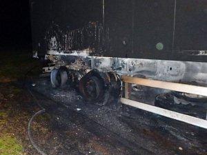 V Roztokách hořel přívěs kamionu, škoda přesáhla milion korun.