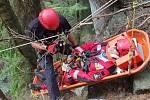 Hasiči obsadili Adršpašsko-teplické skály. Společně tam cvičili čeští i polští lezci.