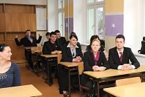 V hronovské Střední škole hotelnictví a podnikání zasedlo k maturitám celkem čtyřicet studentů.