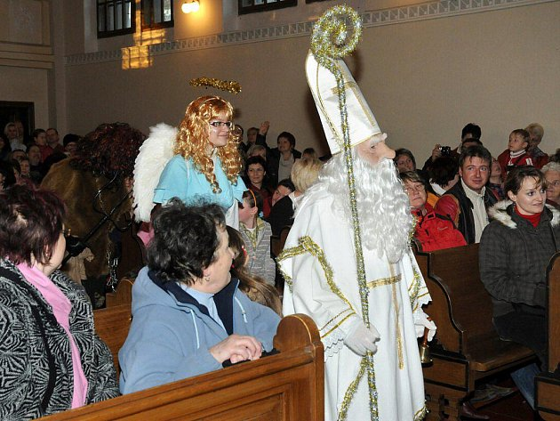 Na první adventní neděli uspořádala církev Československá husitská v Hronově ve spolupráci se ZUŠ Hronov tradiční Adventní koncert.