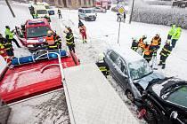 Při nehodě v Provodově se zranilo pět lidí.