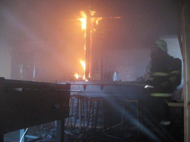 Požár pohostinského zařízení v Broumově.