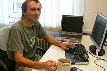 Cyklista Martin Adámek při on-line rozhovoru v Náchodské redakci