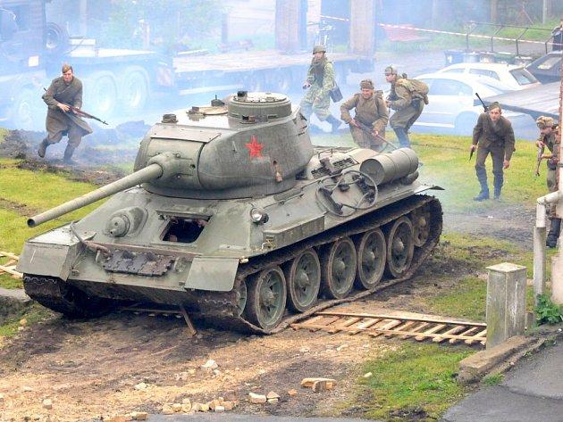 Bojové ukázky ve Stárkově na náměstí.