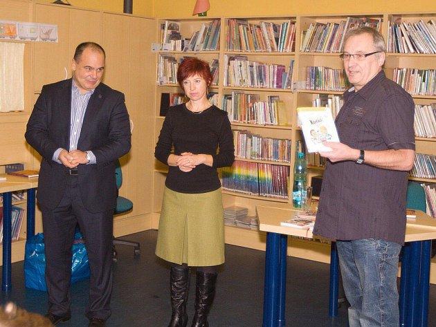 Na Den pro dětskou knihu přijel do náchodské knihovny spisovatel Miloš Kratochvíl.