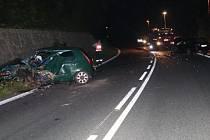 Řidič automobilu Fiat Punto, jedoucí ve směru od Hronova na Polici nad Metují, z dosud neznámých příčin vjel do protisměru, kde se čelně střetl s protijedoucím vozidlem Opel.