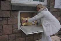 Babybox  byl v pátek 6. února jako první v Královéhradeckém kraji uveden do provozu na vnější zdi dětského oddělení Oblastní nemocnice v Náchodě.