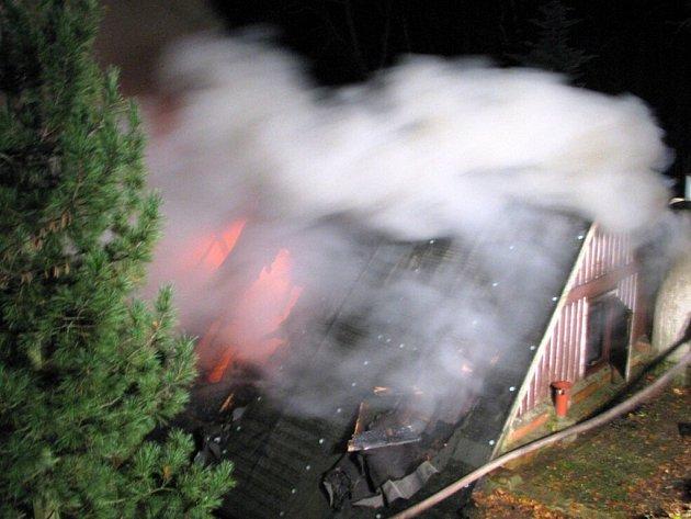 Požár chalupy Na Bačkoře v Novém Hrádku.