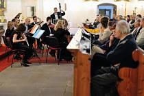 Symnfonici Juventus Collegium přilákali do ruprechtického kostela na dvě stovky  posluchačů.