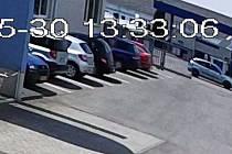 Z dosud ověřených zdrojů zjistili, že v okolí areálu čerpací stanice se v tu dobu pohybovalo osobní vozidlo Ford Focus stříbrné barvy se dvěma osobami, s největší pravděpodobností s německou registrační značkou vozu.
