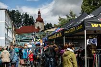 Počet obyvatel Teplic nad Metují se více než zdvojnásobil, horolezecký festival láká každoročně poslední prázdninový víkend do města tisíce lidí, kteří mají blízko ke skalám a horám.