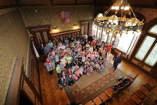 Nechybělo ani oficiální přivítání v obřadní síni náchodské radnice, kde přítomné pozdravili starosta Jan Birke a místostarosta Miroslav Brát.