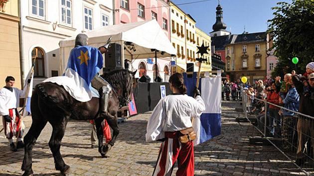 Sv. Václav  přijel na koni na broumovské náměstí.