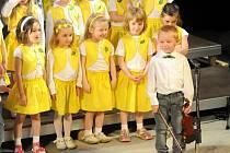 HRONOVSKÝ SKŘIVÁNEK se v Jiráskově divadle rozezpíval už po jedenadvacáté.