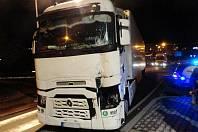 Střet dvou kamionů v náchodské Pražské ulici.