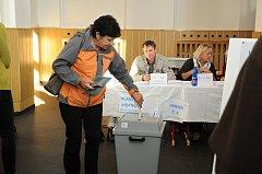 Z voleb v Hronově.