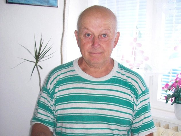 NADŠENÝ SBĚRATEL Jan Samek a jeho sýrové etikety.