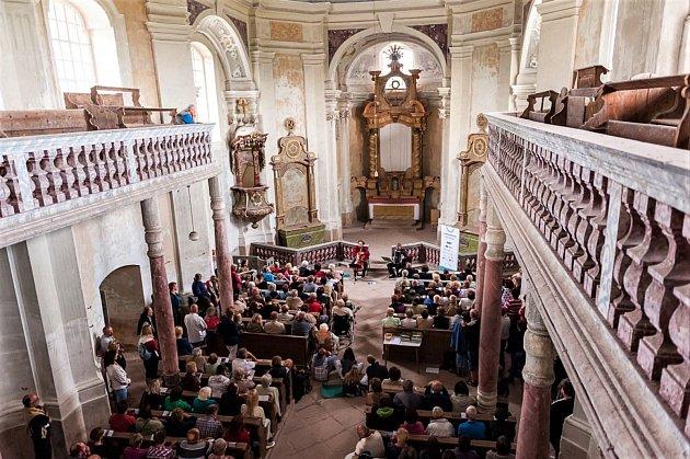 Dnešní kostel sv. Markéty stojí o samotě na vrchu nad Šonovem. Jeho stavba začala roku 1726 a skončila pravděpodobně o čtyři roky později. Také zde je autorství připisováno Kiliánu Ignáci Dientzenhoferovi.