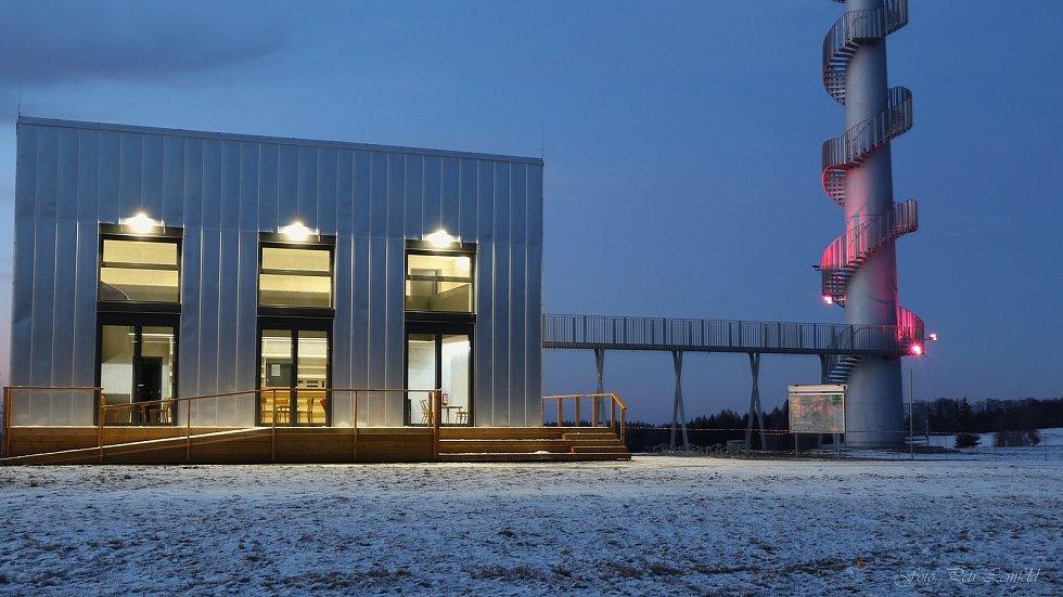 Přestavba větrné elektrárny a trafostanice, ze které se stalo infocentrum, byla dokončena a výsledek rozhodně stojí za návštěvu. Foto: Petr Lemfeld