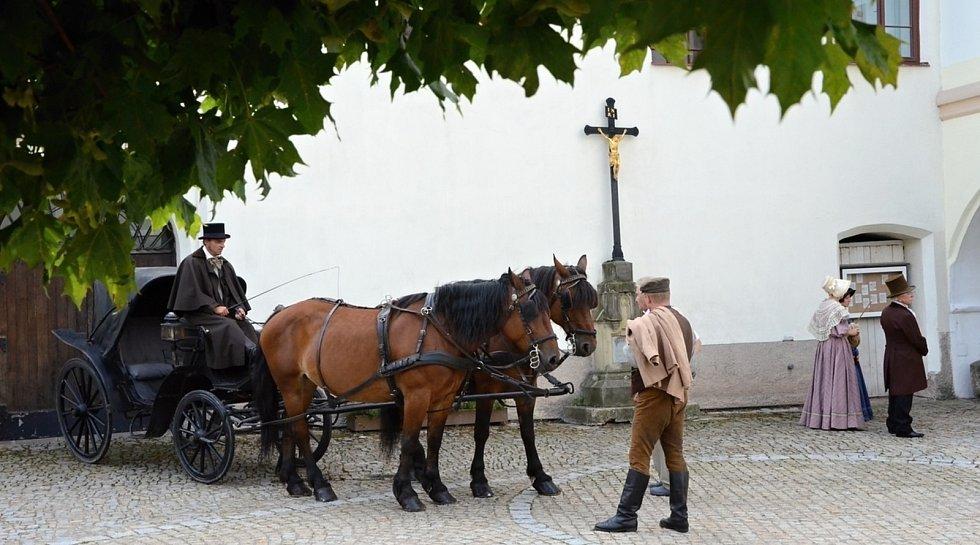 Natáčení čtyřdílného filmu Božena Němcová v Novém Městě nad Metují.