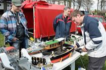 Náchodský klub lodních modelářů uspořádal tradiční jarní setkání lodních modelářů, kterého se mohli zúčastnit i neorganizovaní fandové, kteří si staví modely jen pro své potěšení.