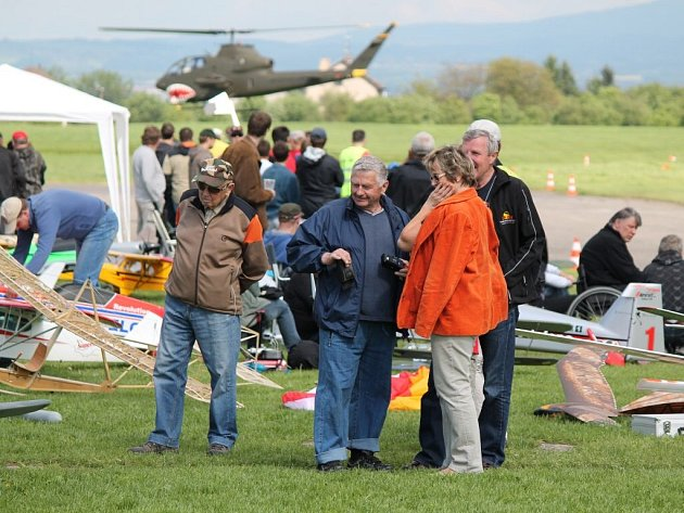 Známá akrobatická skupina The Flying Bulls byla v sobotu hvězdou dětského dne a dne otevřených dveří na letišti v Jaroměři Josefově.