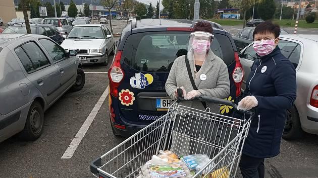 Déčko pomáhá také Městu Náchod například roznosem dezinfekcí do místních obchodů či s nákupy pro seniory.