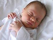 JAKUB JOHN z Police nad Metují je prvním děťátkem manželů Markéty a Jakuba. Klouček se narodil 21. listopadu 2017 v 02,33 hodin, vážil  3465 gramů a měřil 50 centimetrů.
