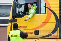 Kontroly kamionů na hranici s Polskem