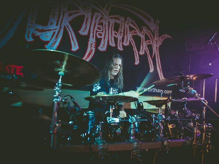 Výročí 25 let na metalové scéně oslavilo společně s Tortharry na 500 jejich fanoušků na Zděřině u Police nad Metují, kde vytvořili všem kapelám nezapomenutelnou atmosféru.