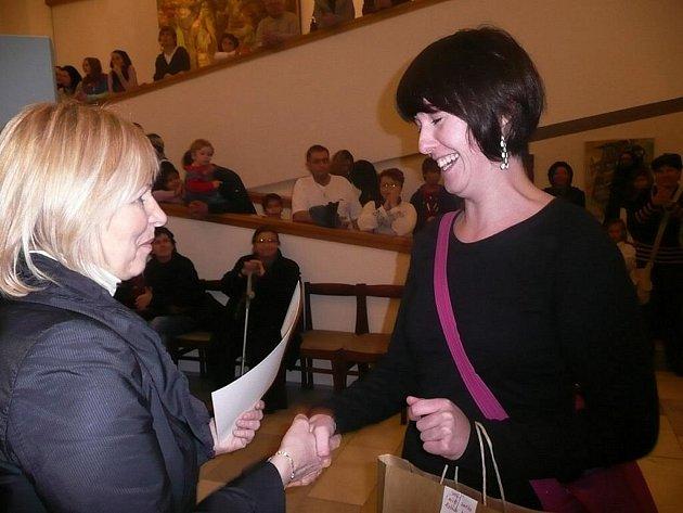 Absolutní vítězkou šestého ročníku výtvarného klání Naše Galerie je Alžběta Prouzová.