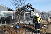 Požár skleníku ve Velkém Třebešově.