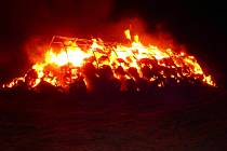 Požár přístřešku se slámou v jaroměřské části Semonice.