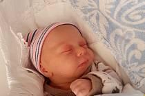 Vojtěch Jiroušek se narodil v náchodské porodnici 6. dubna 2020, a to v 9:07 hodin. Jeho míry byly 2,97 kg a 48 cm. Rodiče Teresa a Eduard Jirouškovi jsou ze Zájezda, místní části České Skalice. Na brášku se těšila také jedenáctiletá sestřička Elena.