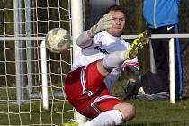 PROVODOVSKÝ gólman Libor Vacho při neúspěšném penaltovém rozstřelu, v němž jeho tým prohrál na půdě posledního Týniště nad Orlicí.