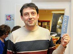 """""""DROBEČKY"""" nová knížka pro děti od Jaroslava Soumara byla slavnostně pokřtěna v knihovně autorovou dcerou Gabrielou."""