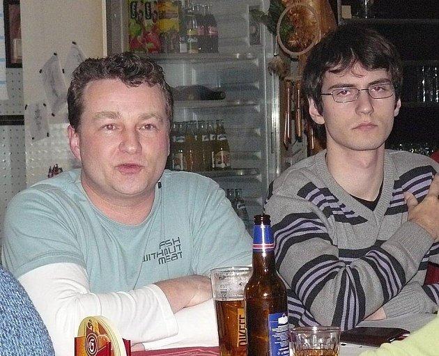 Přípravný výbor usiluje o odtržení Rokytníku a Velkého Dřevíče od Hronova. V jeho čela je Ondřej Nývlt (vlevo).