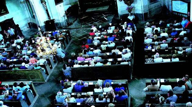 Lavice v barokních chrámech se budou od zítřka každou sobotu plnit hudbymilovným publikem.