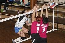 ŽENY náchodského Sport Klubu (v útoku) mají za sebou nepovedenou podzimní část. V jejím průběhu vyhrály za tři body jen jednou a krčí se tak na poslední příčce Krajského přeboru I. třídy.