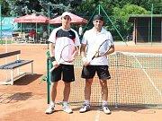 Letošního posvícenského turnaje se zúčastnilo čtyřiačtyřicet hráčů, sítem pavouka prošli nejlépe Jan Gerhardt s Janem Hofmanem a nakonec vítězní Jaroslav Zelený s Hanou Kábrtovou.