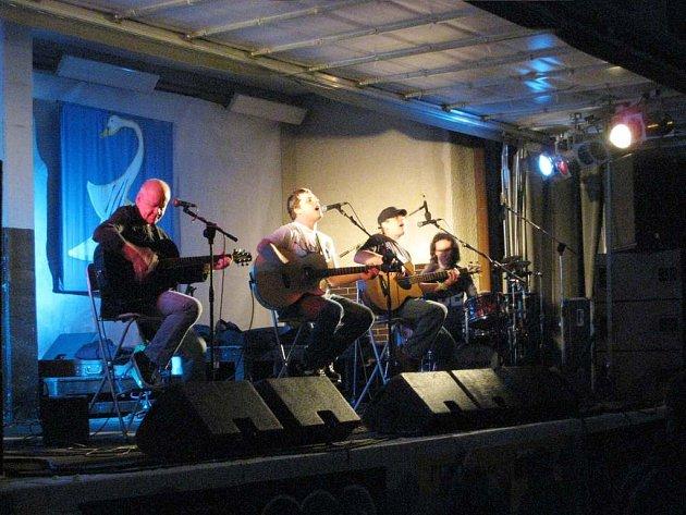 Kapela Blue Effect zahrála k překvapení návštěvníků unplugged.