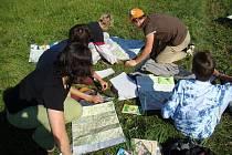 Machovští školáci se velkou měrou podílejí na přípravách předcházejících otevření vlastivědné stezky.