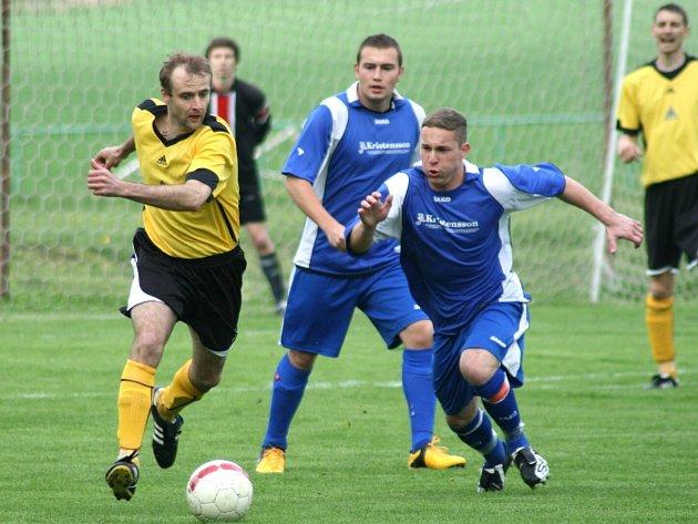PROVODOV (v modrém) pokračuje ve výborných jarních výkonech. V neděli to odnesli fotbalisté Doudleb.