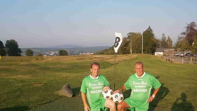 NÁCHODŠTÍ fotbalgolfisté Jiří Kácovský (vlevo) a Petr Šolc se jako nováčci na MČR rozhodně neztratili.