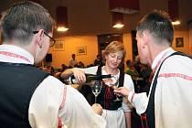 V divadle J. K. Tyla ochutnávali Svatomartinské víno.