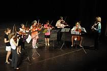 ZUŠ zakončila rok Závěrečným koncertem v Jiráskově divadle.