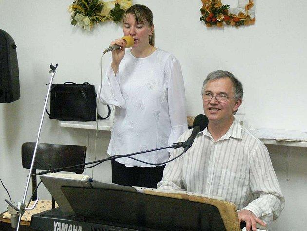 Při zábavném odpoledni zahraje na klávesy Vladimír Kábrt.