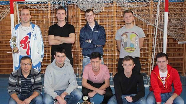 VÍTĚZSTVÍ v Novoročním turnaji putuje zásluhou Atletico Chuligan do Dobrušky.